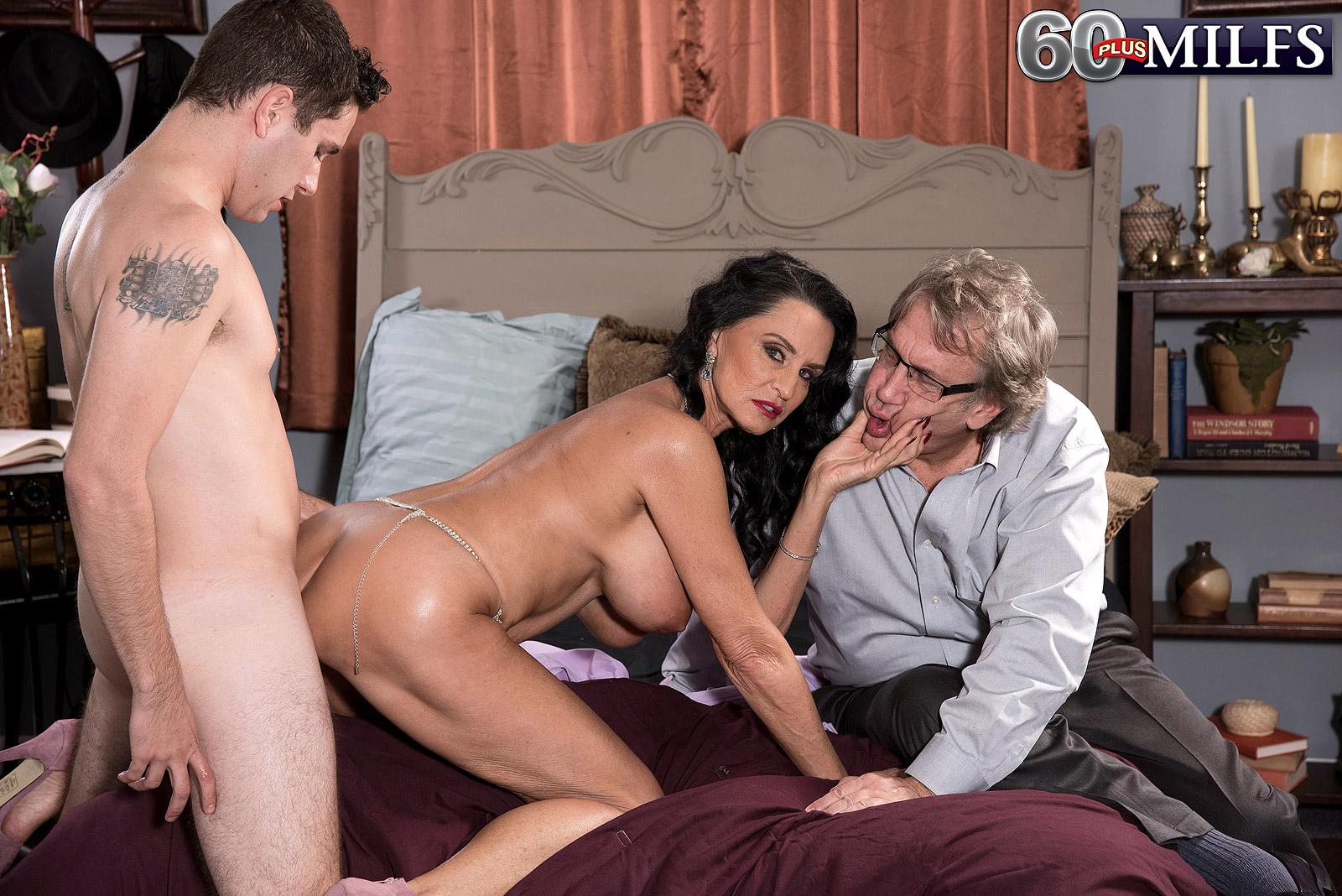 Красивые жены голые изменяют мужьям в данной нарезке