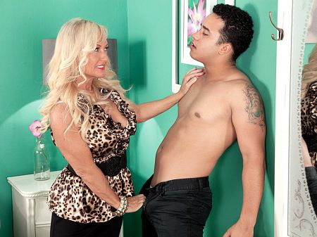 Barbi Banks - XXX MILF video
