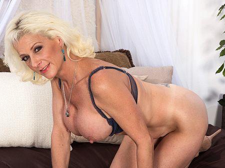 Full body massage nude video