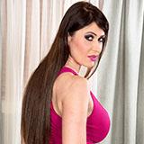 Дорогая и элитная проститутка Alia Janine демонстрирует свою шикарную грудь
