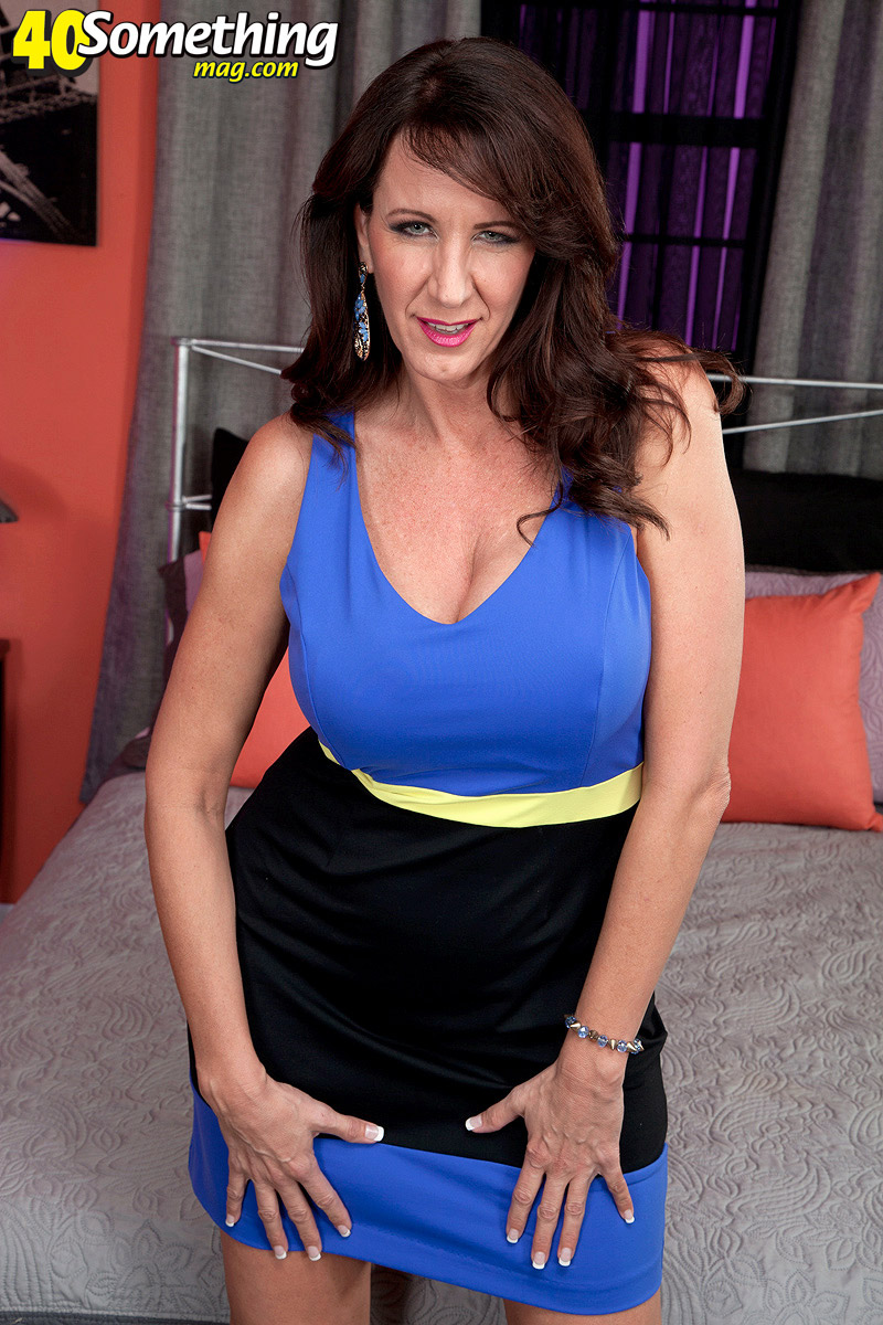 40 Something - Cassies First Time On-Camera - Cassie -7494