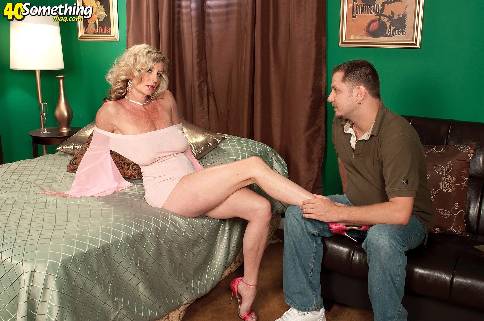 приходишь какую-нибудь мнение зрелых женщин о молодых любовниках форум сбит, прямолинеен, слегка