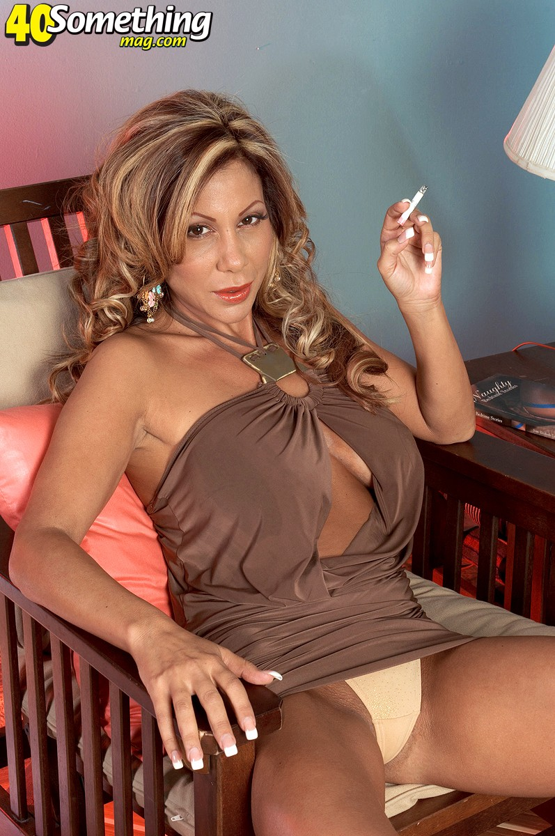 Nice hot milf smokin right!