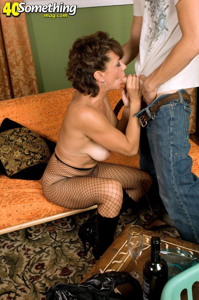 Teen babe corin stripping off