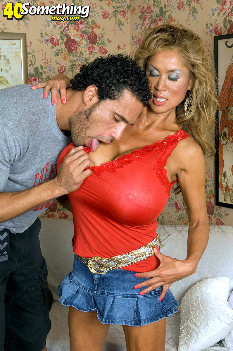Minkas 40Somethingmagcom Debut - Minka And Carlos Rios -5532