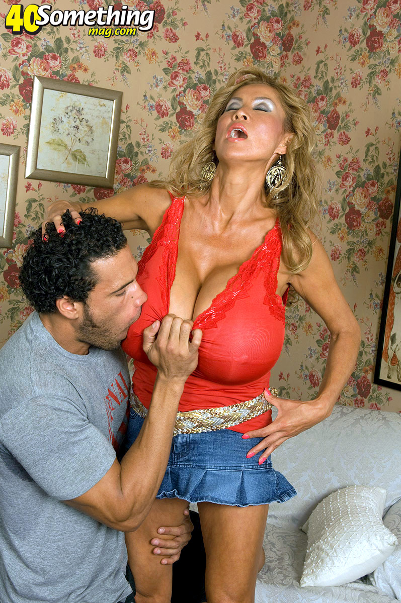 Minkas 40Somethingmagcom Debut - Minka And Carlos Rios -1360