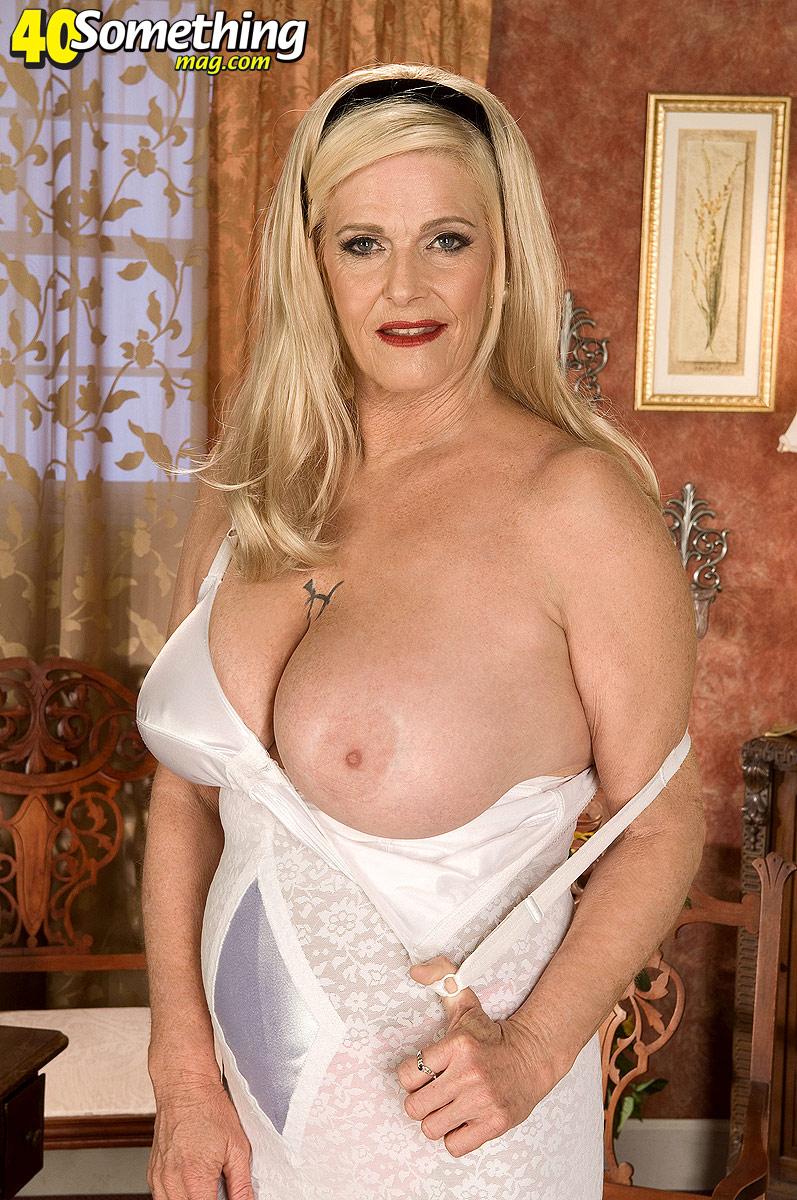 Nude amateur women spread wide pics