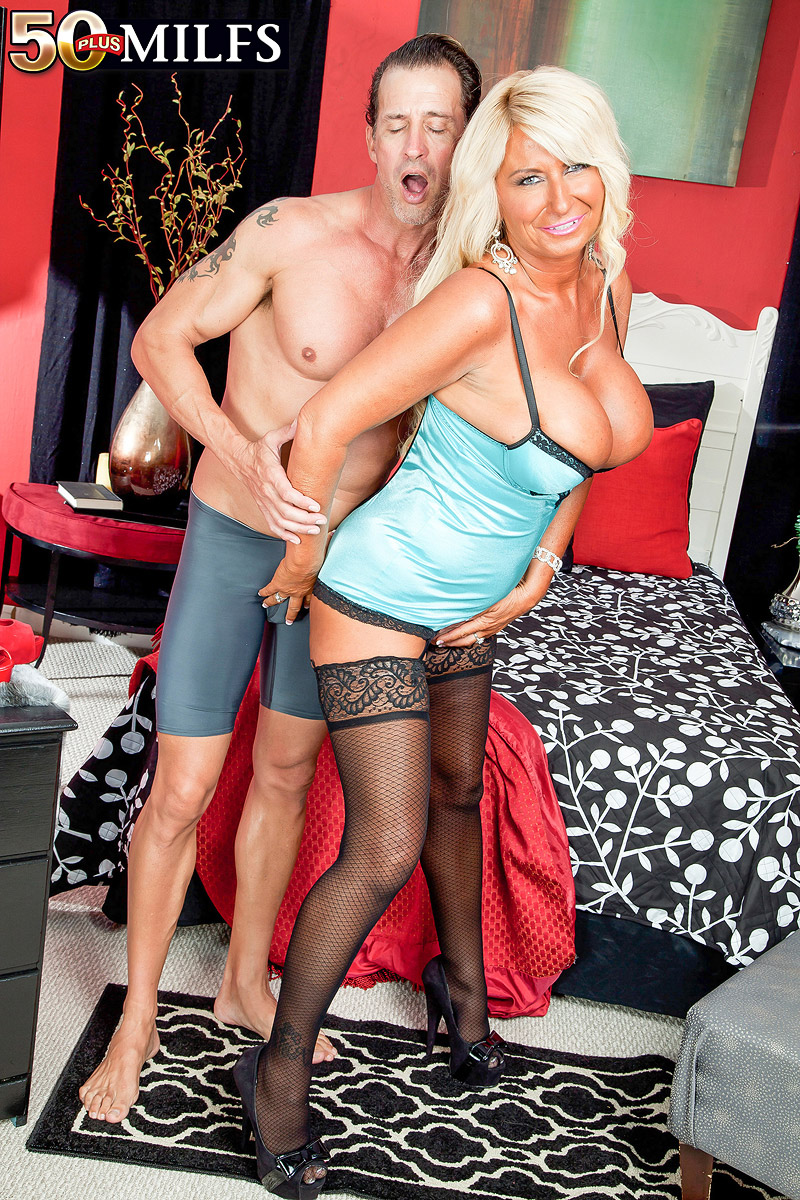 The Stacked Milf With The Super Nipples Gets Some More -5506
