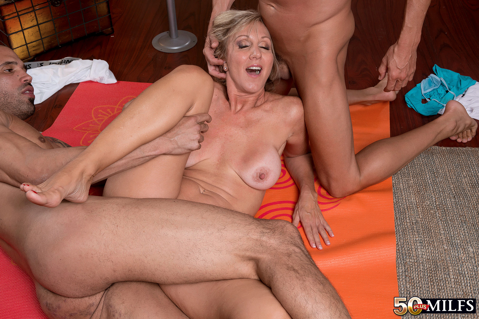women-over-forty-orgies-girls-who-suck-dys-cock