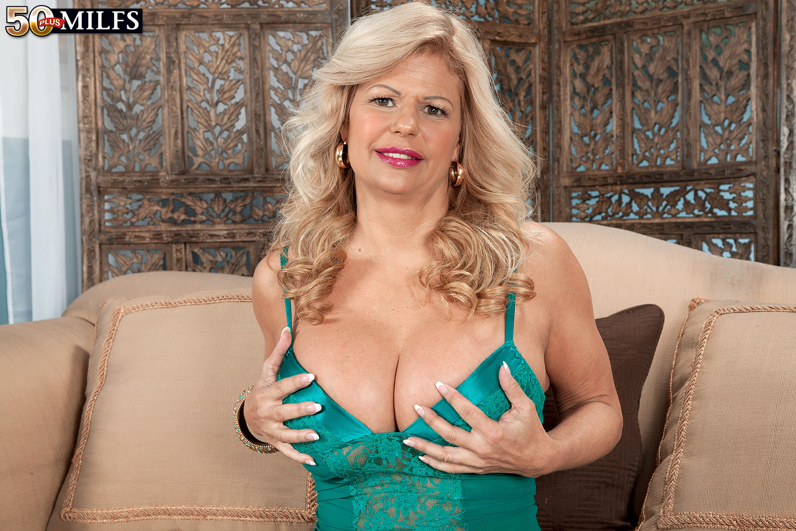 tits big Pierced anal pussy