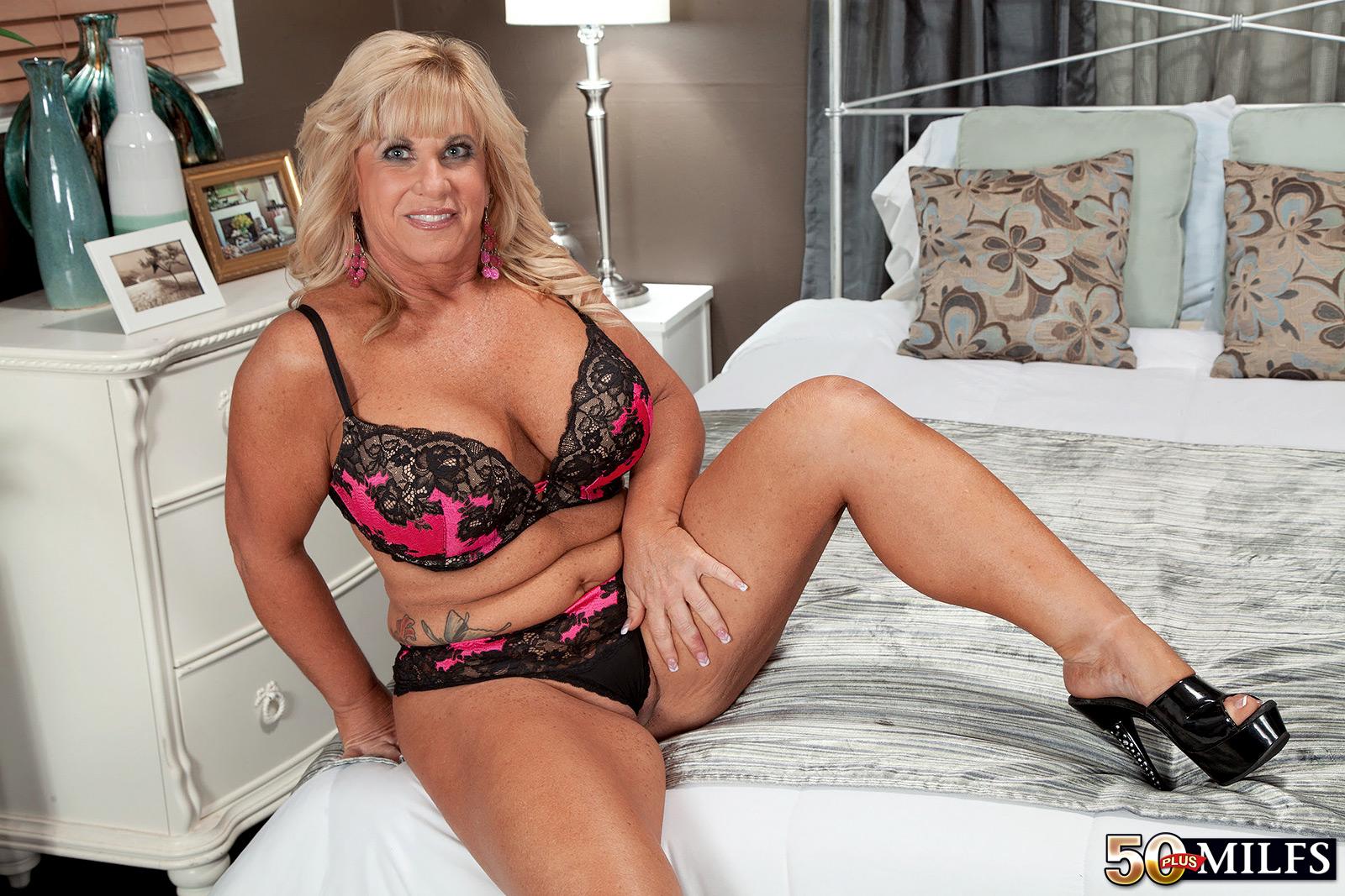 sexy mature naked aunty