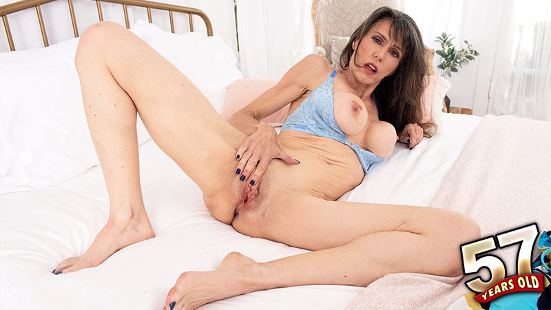 Beth Sinkati - Solo MILF video
