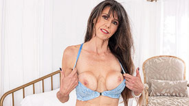 Beth Sinkati - Solo MILF video screenshot 1