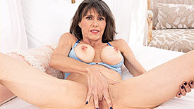 Beth Sinkati - Solo MILF video screenshot 2