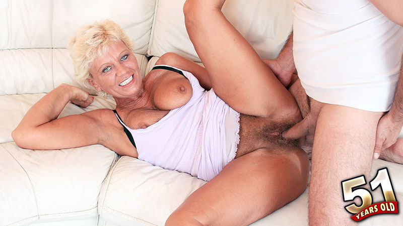 Bonnie Sanders - XXX MILF video