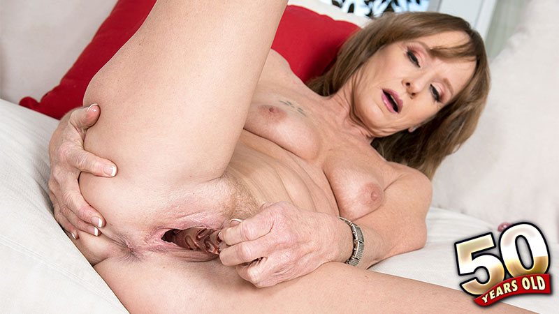 Cyndi Sinclair - Solo MILF video