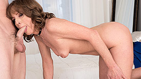 Cyndi Sinclair - XXX MILF video screenshot #2