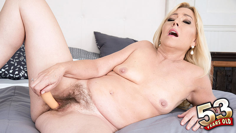 Justine - Solo MILF video