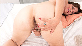 Kelly Scott - Solo MILF video screenshot 4