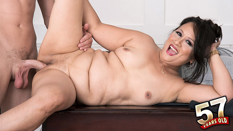 Maya Luna - XXX Granny video