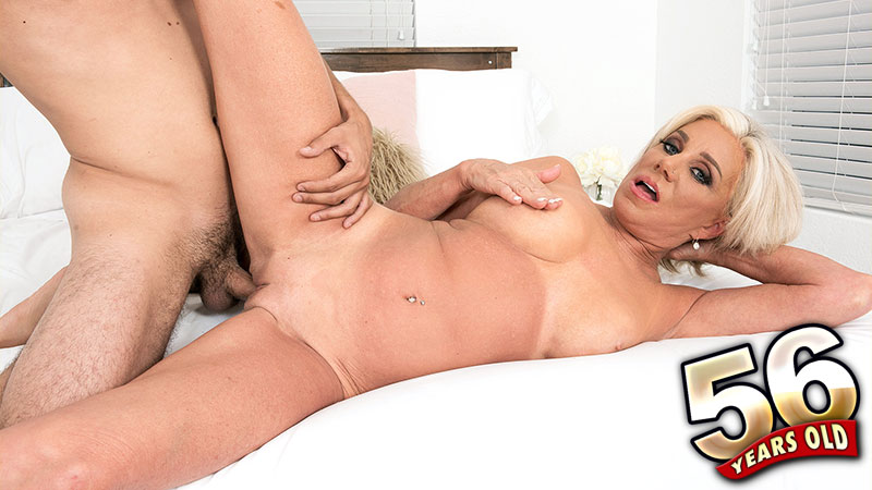 Payton Hall - XXX MILF video