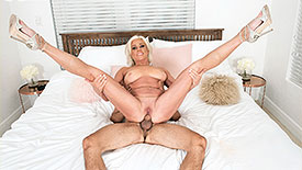 Payton Hall - XXX MILF video screenshot #4