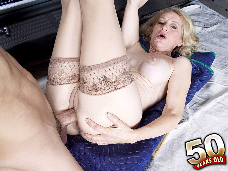 Robin Pachino - XXX MILF video