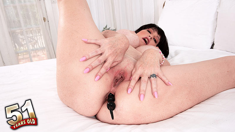 Sherry Stunns - Solo MILF video