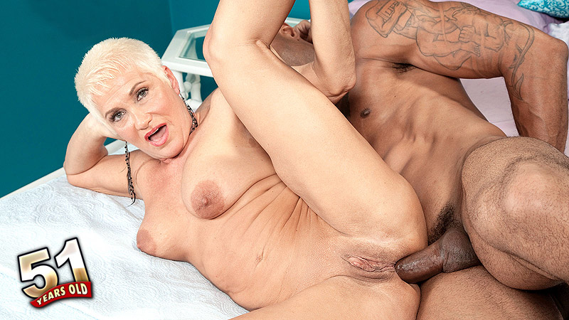 Trinity Powers - XXX MILF video