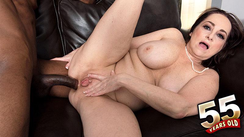 Big Tit Ass Brunette Milf