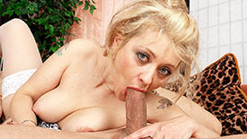 Veronique - XXX MILF video screenshot 2