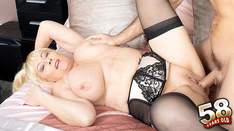 Wendy Leigh - XXX MILF video