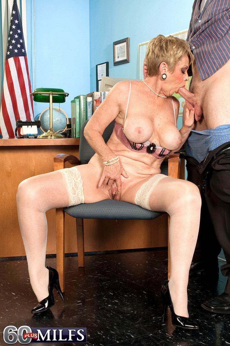 Главная видео начальница извращенка порно фото тетя раздвинула