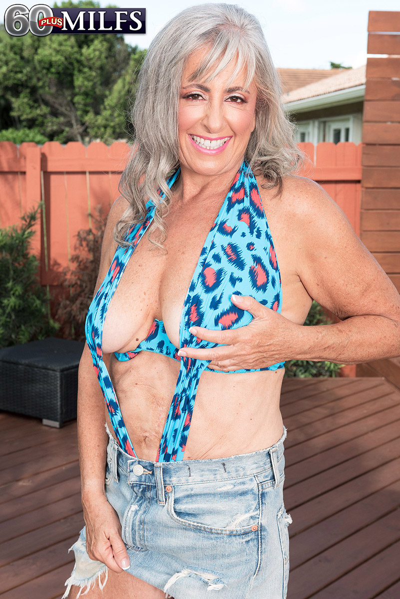 Women over 60 squirting pussy
