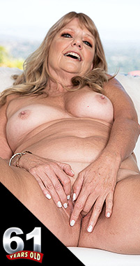 Mia Magnusson - Solo Granny photos