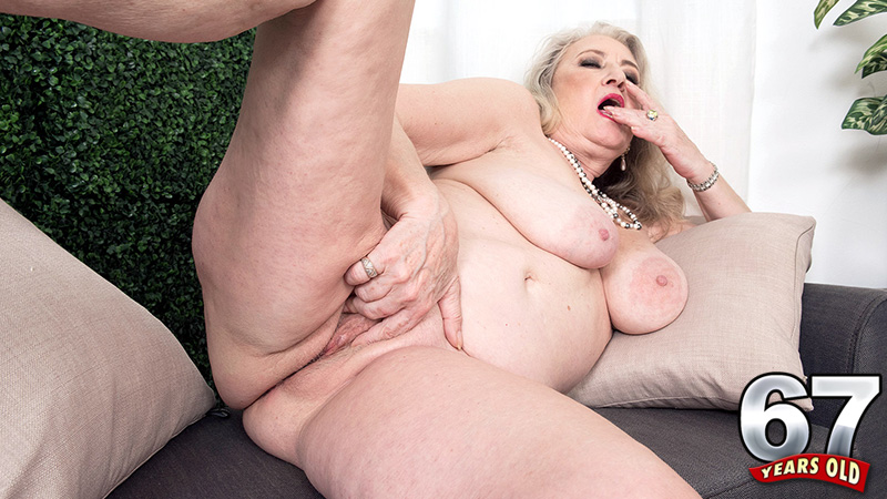 Blair Angeles - Solo MILF video