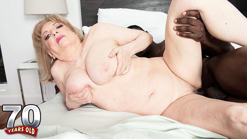 Crystal King - XXX Granny video