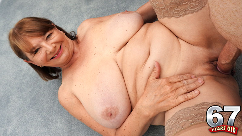 Jilly Smith - XXX Granny video