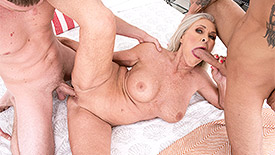 Katia - XXX Granny video screenshot 4
