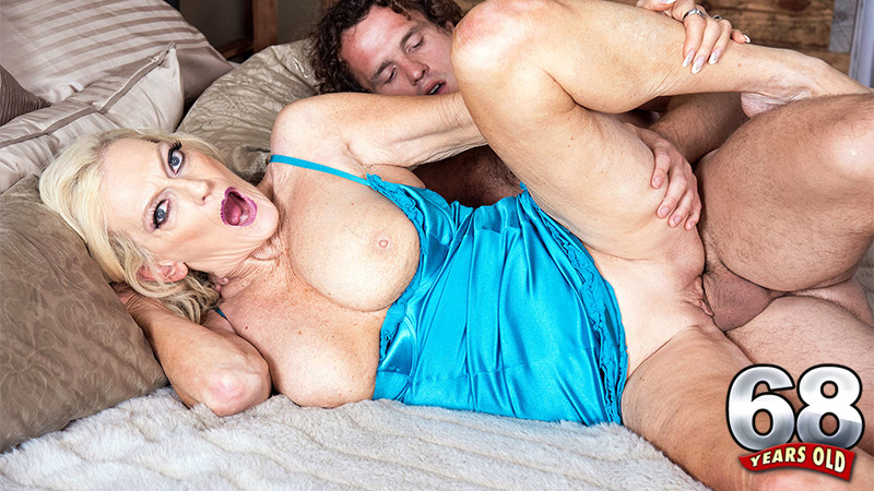 Layla Rose - XXX MILF video