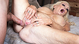 Layla Rose - XXX Granny video screenshot 4