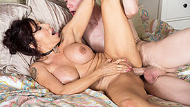 Lisa Marie Heart - XXX MILF video screenshot 3