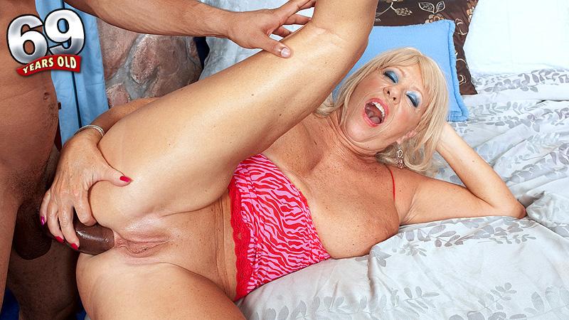 sex-porn-butt-older-women-innocent-fat-girl-ass-hairy-pussy
