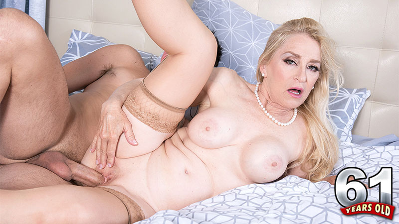 Robin Pachino - XXX Granny video
