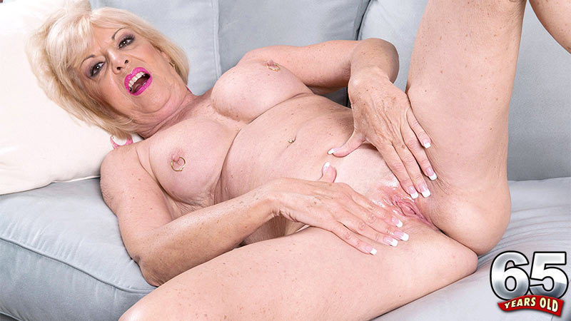 Scarlet Andrews - Solo Granny video