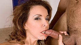 XXX Arab-Kuwaiti Girl Having Sex