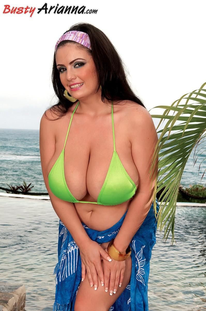 arianna sinn bikini