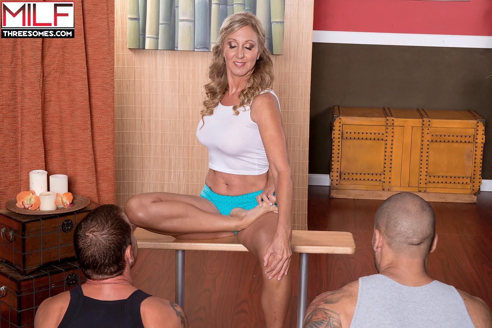 Jenna covelli yoga three way min