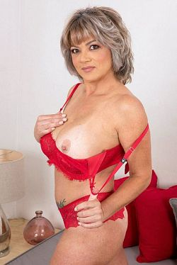 Betty Boobs -  MILF model