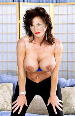 Deauxma - Big Tits model
